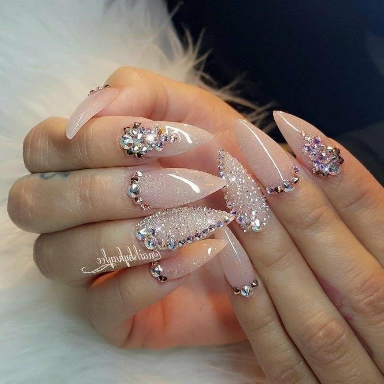 фото нарощенных ногтей с использованием страз красивый