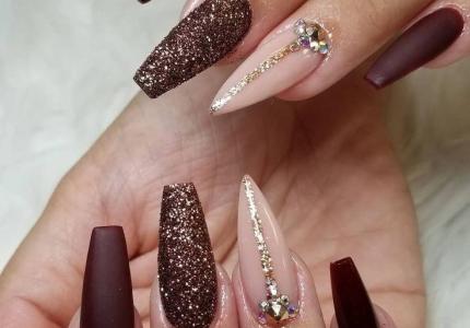 Красивый маникюр на длинные острые ногти – Яркий маникюр | 300x430